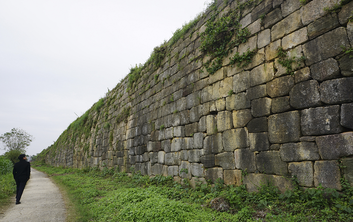 A section of the north wall that still remains intact.The citadel is unique for its construction technique, which involved the use of large blocks of stone weighing 10-26 tons which were carefully shaped, interlocked and raised up by around ten meters.