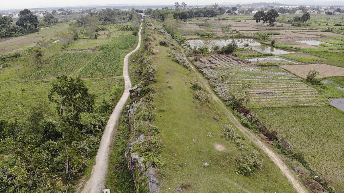 A view from above of the broken wall. Thanh Hoa has approved a project worth VND15 billion ($650,723) to urgently repair the wall . The fund comes from the province's budget.  The project is carried out by the Ho Citadel Heritage Conservation Center and is expected to be completed next year.