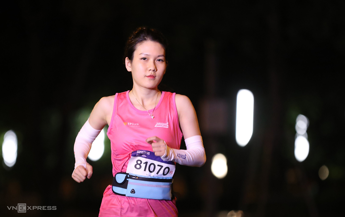 A runner is pictured during the VnExpress Marathon Hanoi Midnight in November 2020. Photo by VnExpress.
