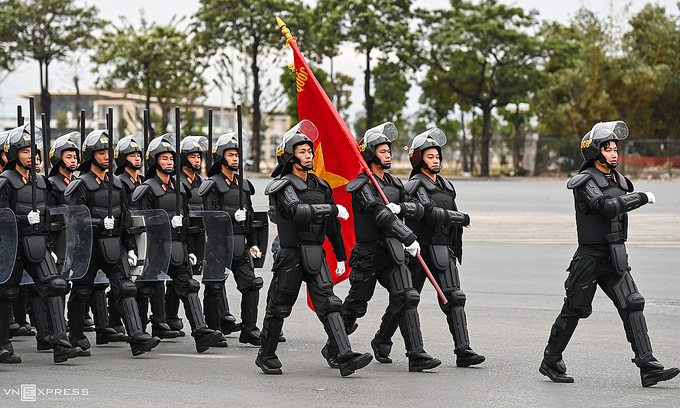 6,000 cops, soldiers parade in Hanoi ahead of National Party Congress