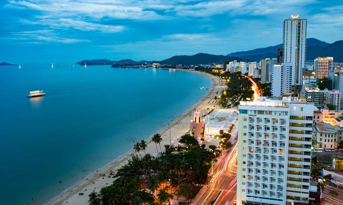 Condotel, beachfront villa market slump