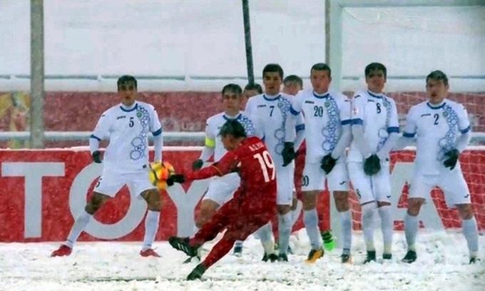 Vietnam midfielder's stunning free kick among top 10 goals scored in snow