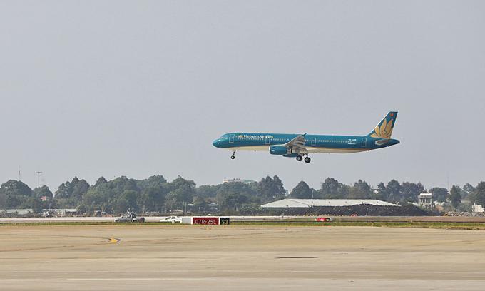 Noi Bai, Tan Son Nhat airport runway upgrades complete