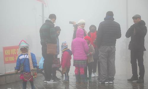Sa Pa kids work in sub-zero weather