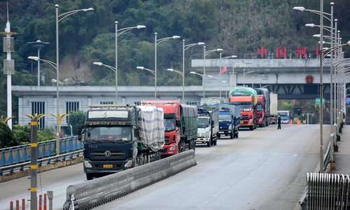 Customs hassles rob Vietnam trade route of its edge