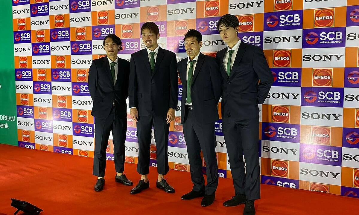 (From L) Saigon FCs newly signed players: South Koreas Woo Sang-ho, Japans Takasaki Hiroyuki, Daisuke Matsui and Ryutaro Karube pose for photos at an event in HCMC, January 12, 2021. Photo by VnExpress/Dang Khoa.