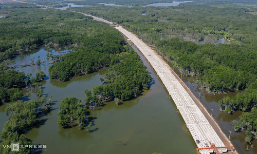 Expressway construction comes up against difficult terrain