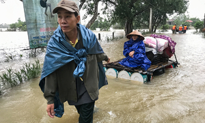 US veterans donate $28,000 for central Vietnam flood relief