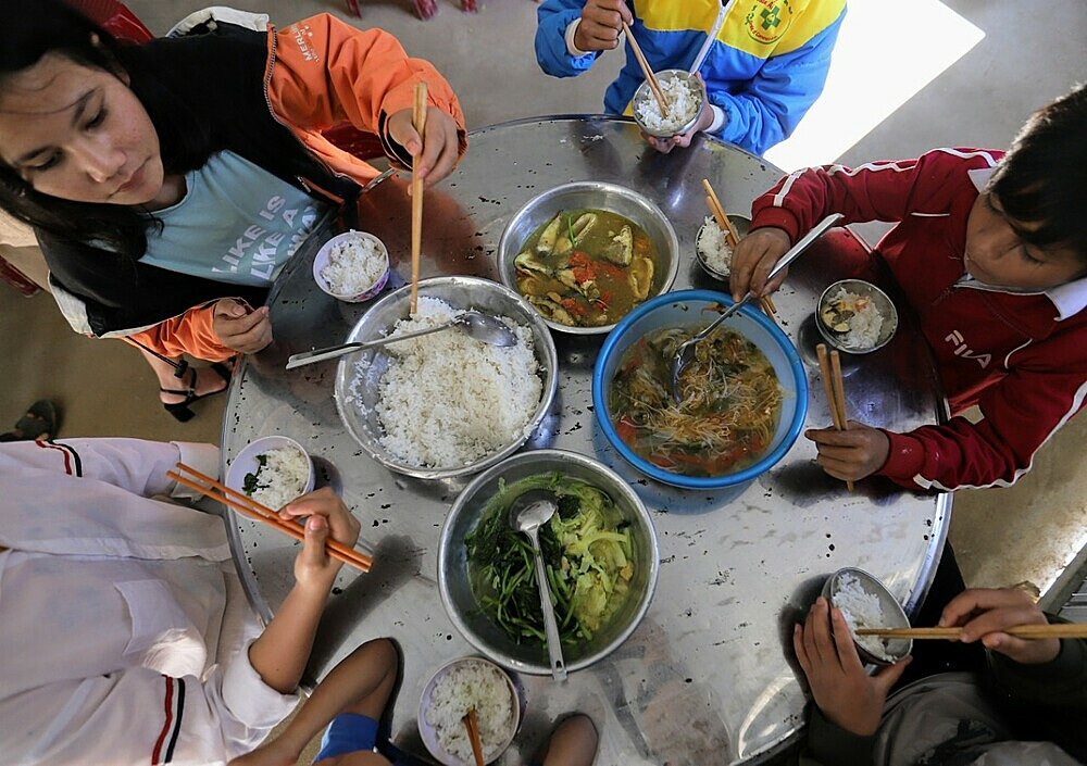 Students at a boarding school in Phuoc Son District of Quang Nam Province have lunch in the final day of 2020. Photo by VnExpress/Nguyen Dong