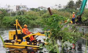 HCMC mulls mechanical trash picker for canal system