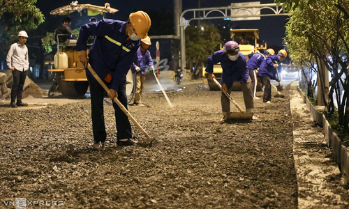 Workers brave the night to speed up work on HCMC flood-prone street