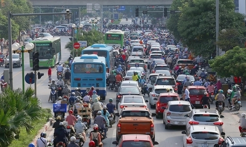 Hanoi buses keep losing passengers