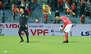 Brazilian forward misses two penalties in V. League clash