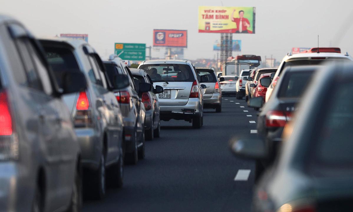 Hanoi expressway proposed for expansion as it hits maximum capacity – VnExpress International