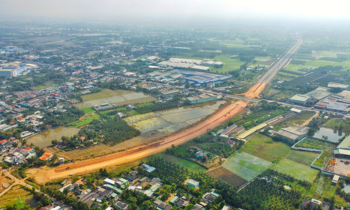 Mekong Delta province to widen roads leading to HCMC at $1.3 billion