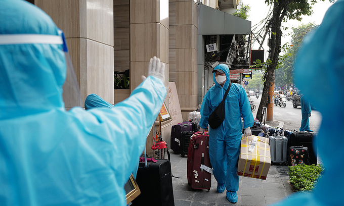 Vietnam mandates 14-day quarantine for all foreign experts, flight crew
