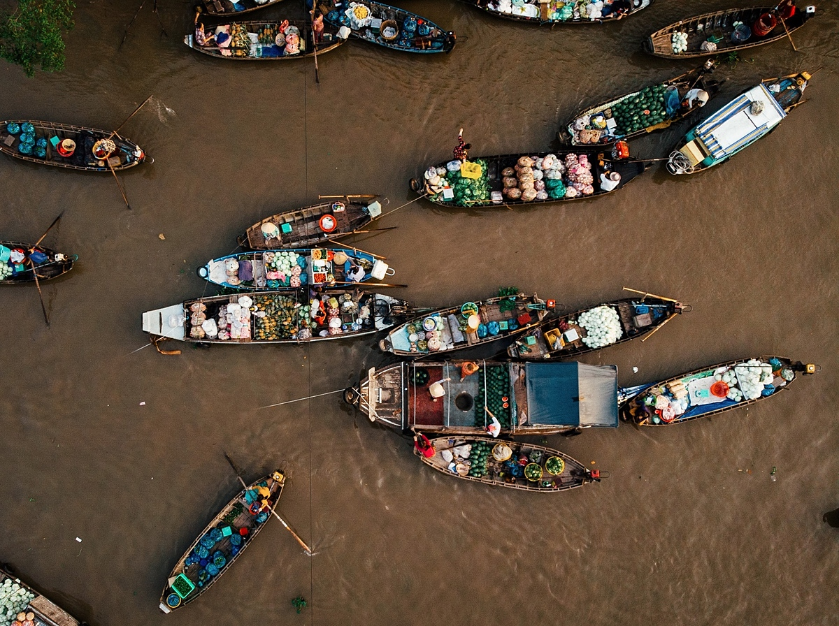 During his trip in the Mekong Delta in early 2020, Sebastian visited Phong Dien and Cai Rang floating markets in Can Tho City, considered the heart of Mekong Delta - Vietnams rice basket. The southern city is well-known for its floating markets, picturesque rural canals, and abundant fruit gardens. Sitting on boats around the canals to visit floating markets was a unique experience. Life on the river was very exciting and bustling, especially in the early morning, he said.