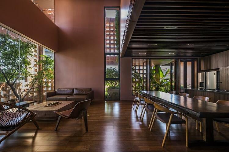 The Bat Trang House has minimalist interior design. Photo courtesy of Hiroyuki Oki.