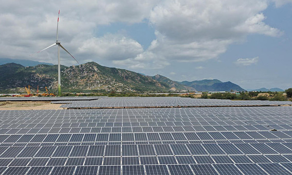 Better infrastructure is way to absorb surge in renewable energy production: experts – VnExpress International