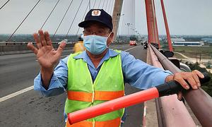 Mekong Delta bridge guards maintain suicide watch