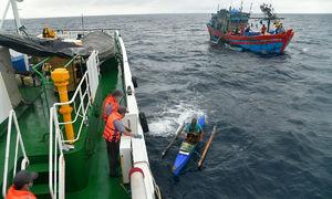 Vietnam rescues Filipino fishermen stranded at sea