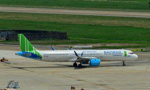 Airplane leaks fuel, U-turns in Da Nang for emergency landing