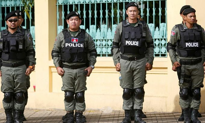 Four Vietnamese illegally confined, extorted by Cambodia police officer