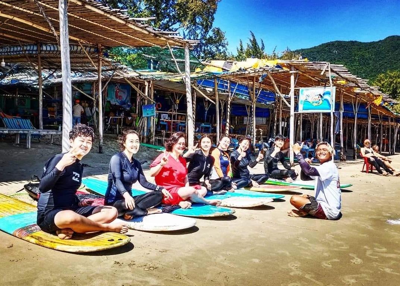 Phu teaches a group of Korean. Photo courtesy of Nguyen Thanh Phu.
