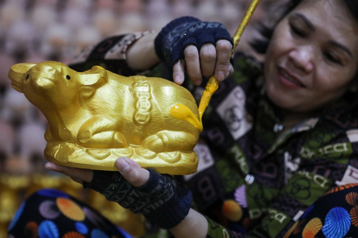 Binh Duong pottery village gears up for Lunar New Year rush