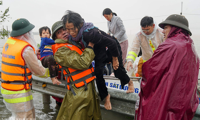 UNFPA provides $180,000 in flood relief to elderly Vietnamese