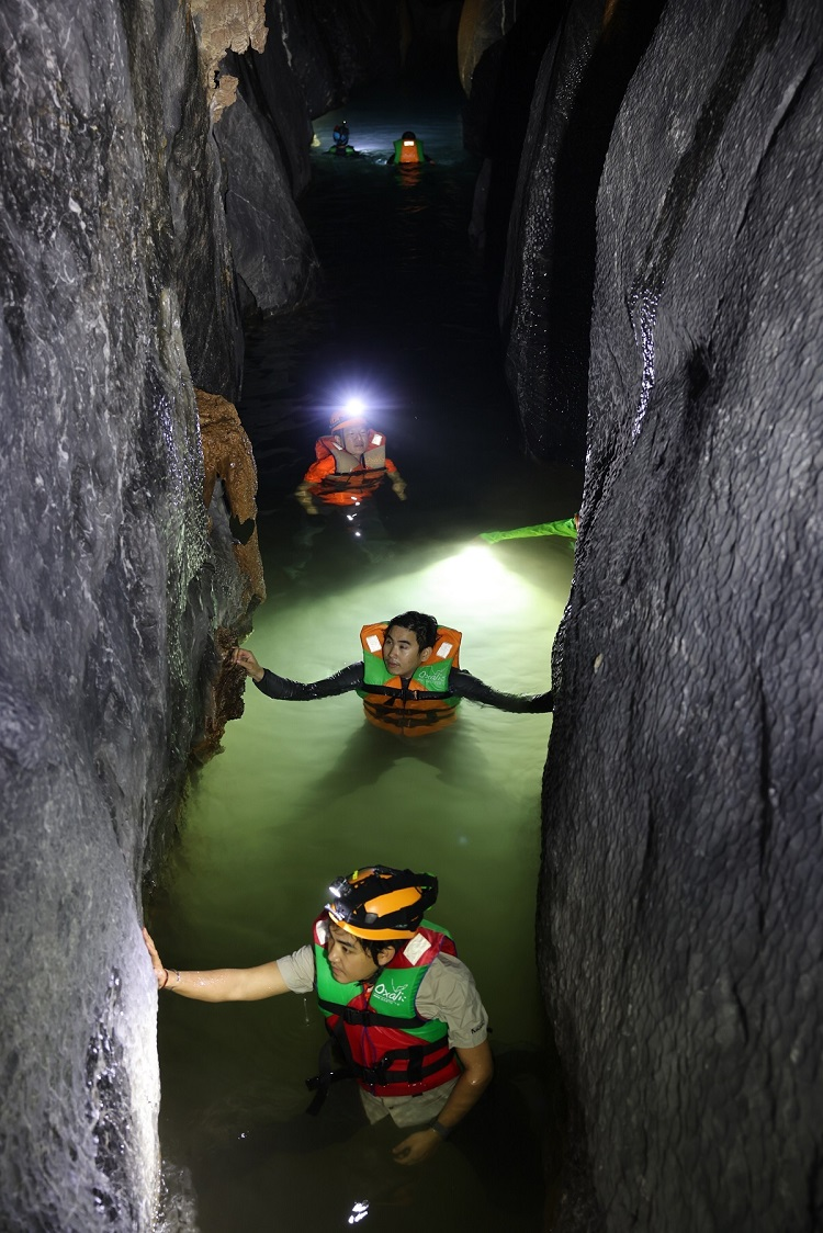 Son Doong Cave shines in wake of flood season