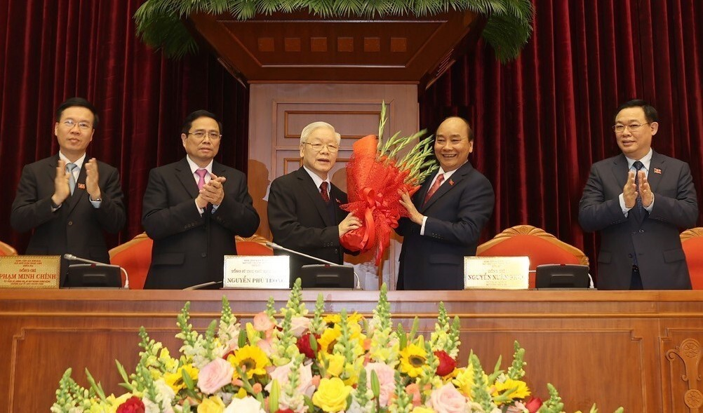 Prime Minister Nguyen Xuan Phuc, on behalf of the new Politburo, congrats Trong on being elected to his third term. Photo by VNA.