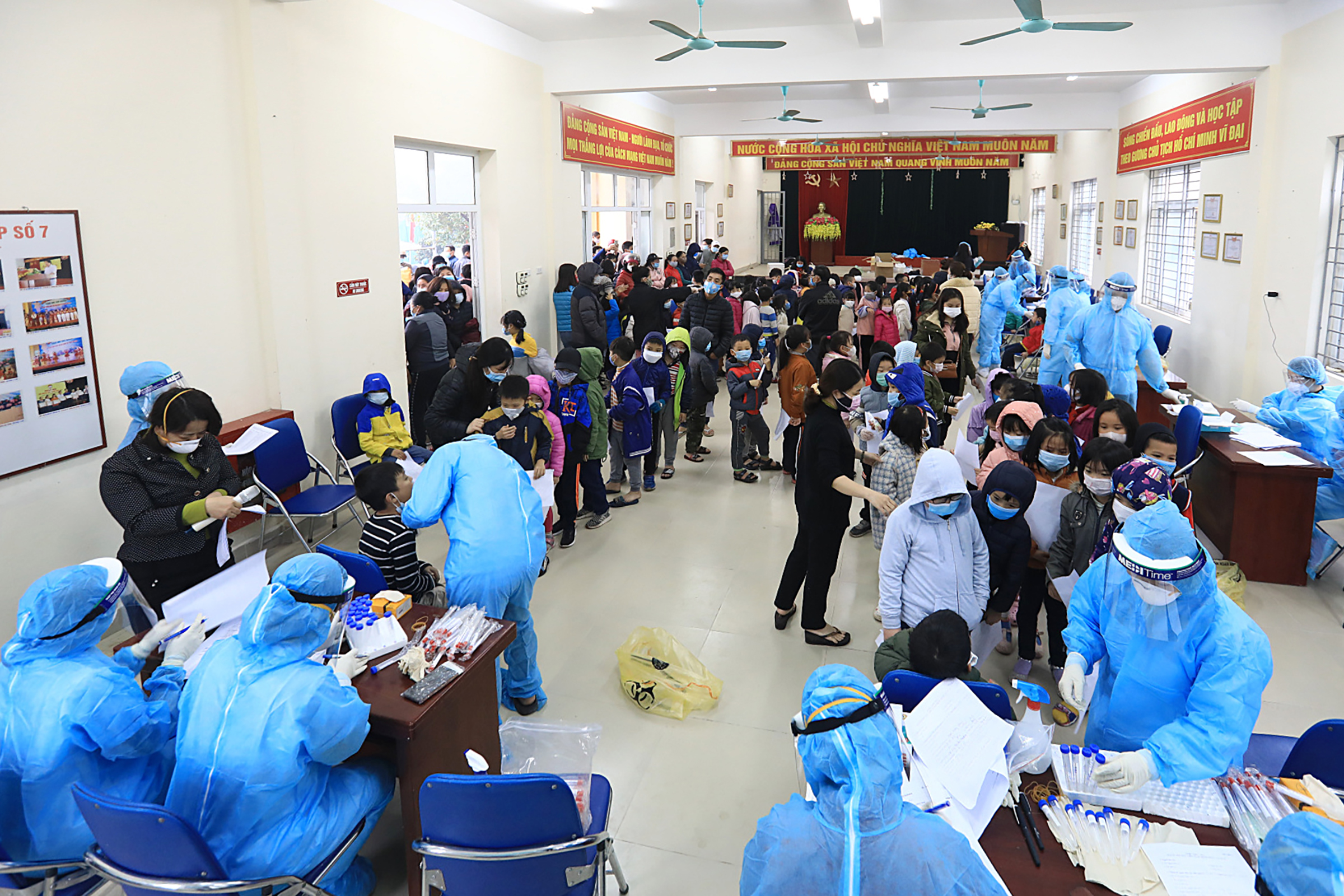 1,000 Hanoi primary schoolers tested for Covid-19 following confirmed case