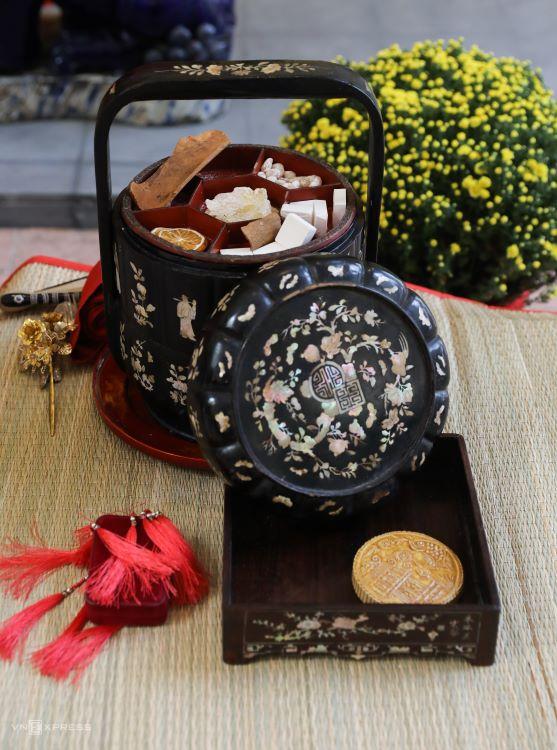 A mother of pearl inlay box used for sweets. The nearly 100-year-old box is an inheritance of a member's family.Once-popular sweets during Tet like candied ginger, 'banh in' (molded rice cakes), lotus seeds and licorice were made by the group.
