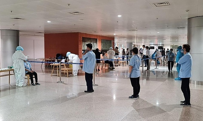 HCMC tests all airport staff for Covid-19