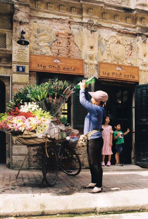 The cafe was opened on the spur of the moment, said Hoang Anh Quan, its architect owner. Once, when Quan had been looking to rent an office, he passed by this building, which immediately mesmerized him with its historic character. He immediately thought of turning it into a cafe.