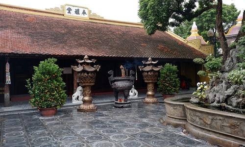 Lurking coronavirus keeps famed Hanoi temples deserted ahead of Tet