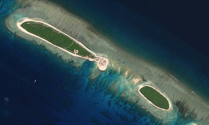 US warship sails near South China Sea islands