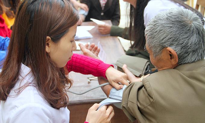 Vietnam prioritizes poor on road to universal healthcare: US think tank