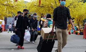 Early start to Tet exodus over pandemic fears