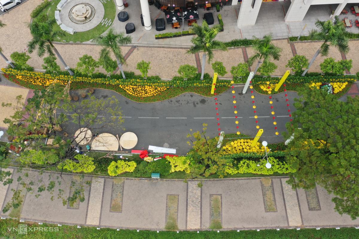 700 m Saigon flower street boosts Tet fever