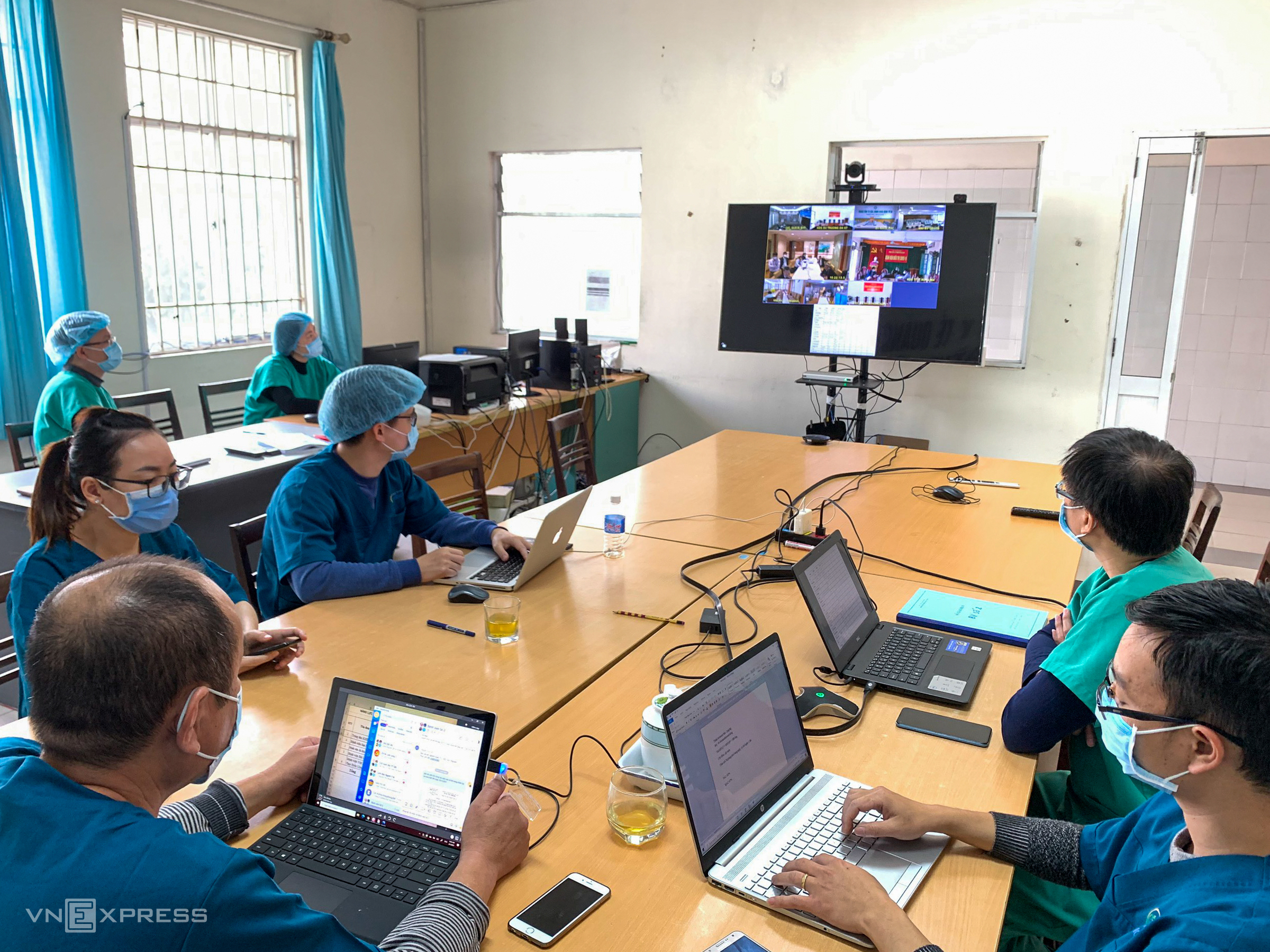 Doctors, nurses at Quang Ninh field hospital go all out in Covid-19 fight