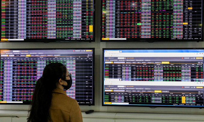 VN-Index crashes in session before break