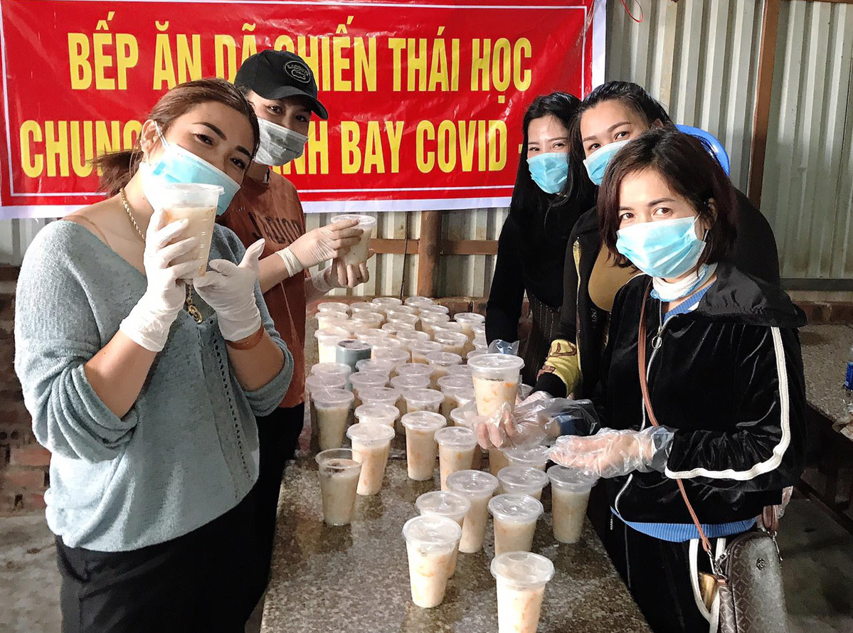Phuong Dung and volunteers pose for picture next to the congee they made. Photo courtesy of Dung.