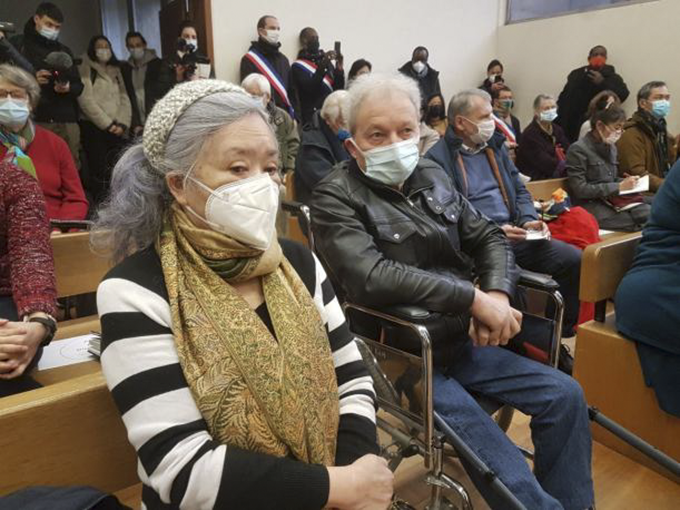 Tran To Nga and André Bouny at the court on January 25 in Evry. Photo by Collectif Vietnam Dioxine