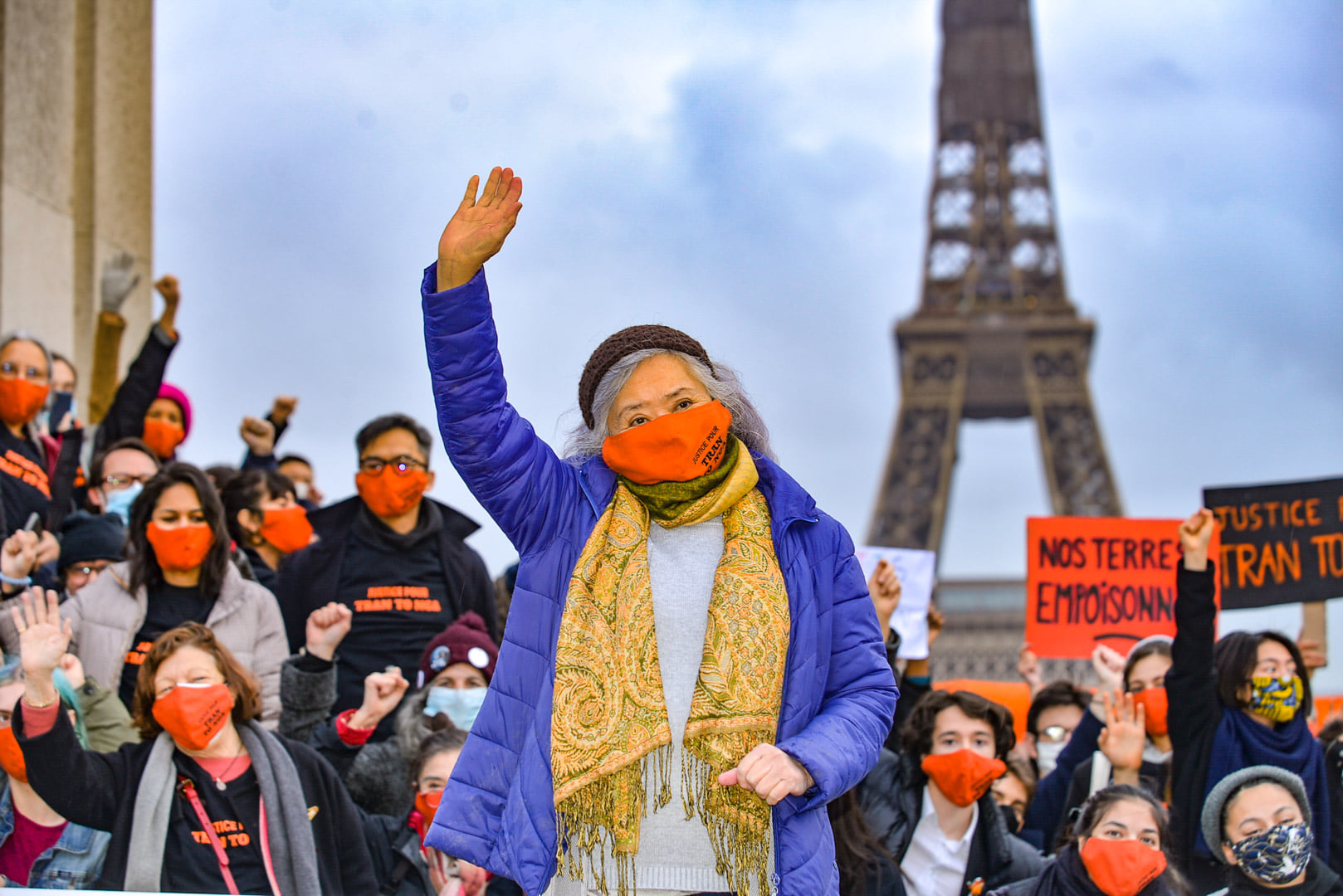 Tran To Nga waves as she stands with her supporters at the Trocadero Square in Paris, January 31, 2021. Photo by Collectif Vietnam Dioxine