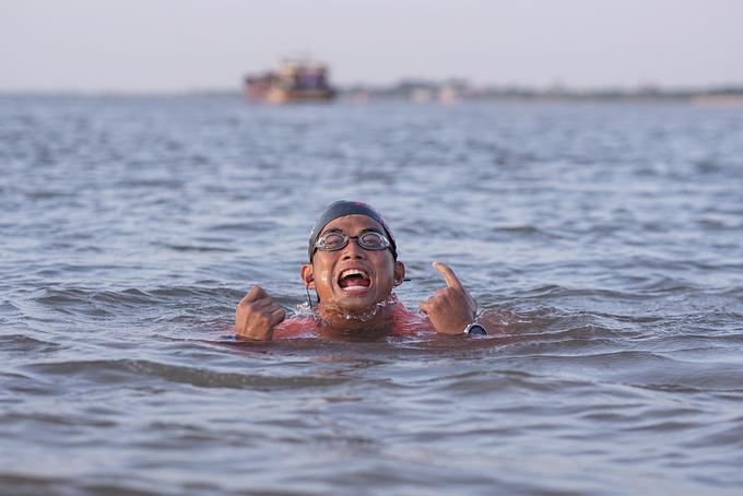 Nguyen Ngoc Khanh during his record-breaking swimming journey. Photo courtesy of Nguyen Ngoc Khanh.