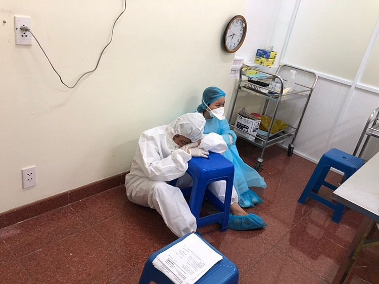 Since there's no bed, the medical staff have to take a rest anywhere possible, like this one who uses a chair to take a nap.