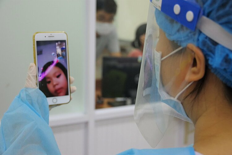 Vu Nhu Quynh in the Microbiology Department of Military Hospital 175, calls her 5-year-old daughter during break, telling her to take care.    I don't mind working overnight. If the test results come out negative, my efforts will be worth it, she said.