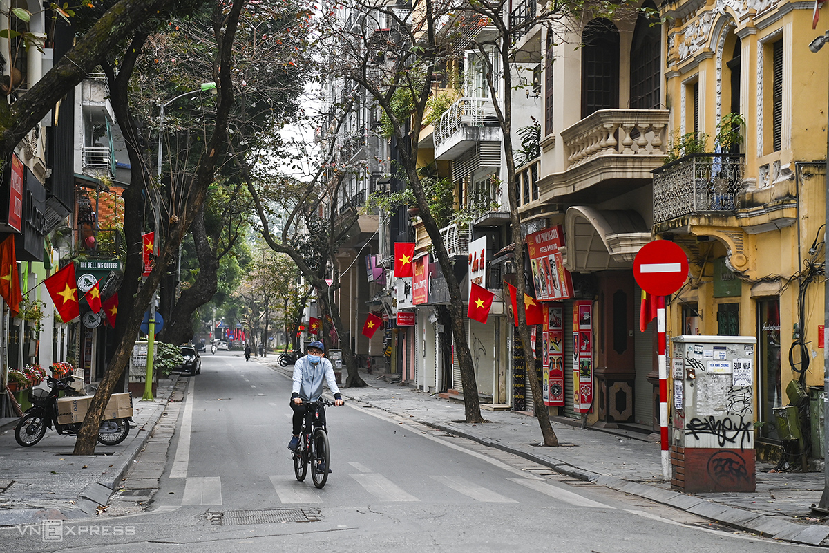 Nha Chung Street in downtown Hoan Kiem District is also devoid of people, but the national flag is out as residents welcome Tet.